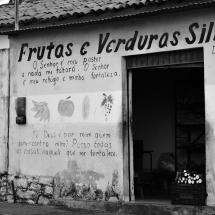 Loja de frutas e verdura do Silva. Apelido do dono e o nome da mulher dele estão escritos na fachada. Foto: Natália Silva