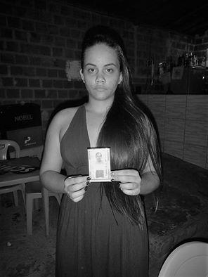 Sinforosa mostra a identidade com seu nome. Foto: Paulo Oliveira