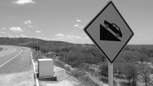 Túmulo de mãe e filha mortas na Curva do Aleixo, na Estrada do Sertão, em Jeremoabo (BA). Foto: Paulo Oliveira
