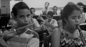 Adolescentes se esforçam para fazer uma boa apresentação. Foto: Paulo Oliveira