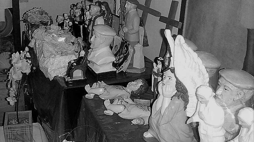 Imaagens de Erivaldo são vendidas no Memorial Pedro Batista. Foto: Paulo Oliveira