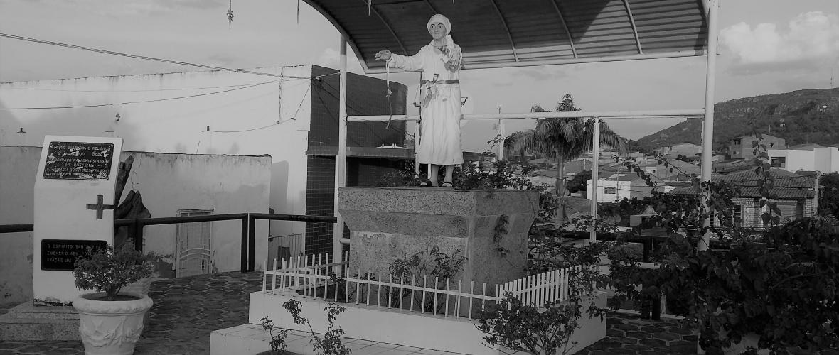 A escultura de Dodô fica próximo ao memorial de Pedro Batista. Foto: Paulo Oliveira