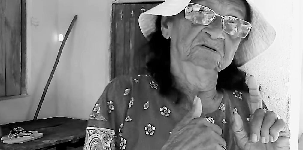 Dona Maria Alvina conta como surgem os Serafins, segundo sua crença. Reprodução do vídeo de Heloísa