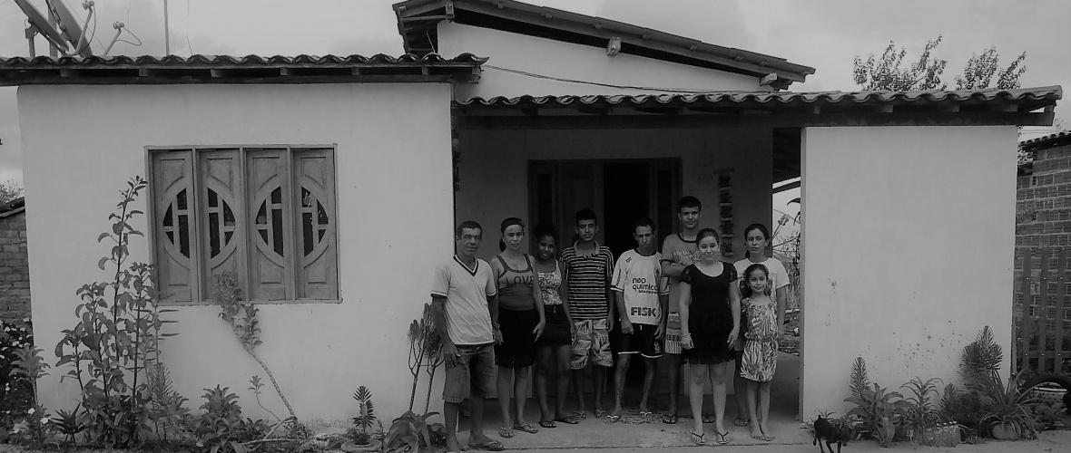 Reciclagem e artesanato melhoraram a renda da família de Idelcina. Foto: Paulo Oliveira