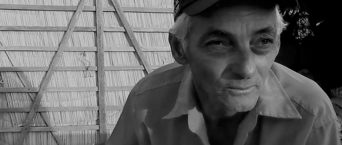 Pescador Reginaldo Souza conta porque os peixes sumiram do São Francisco. Reprodução do vídeo de Helenita Monte de Hollanda