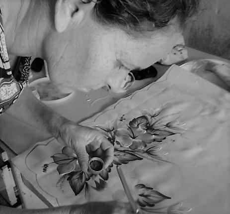 Ana Rita custeia tratamento de saúde do filho em São Paulo com artesanato. Foto: Álbum de Família