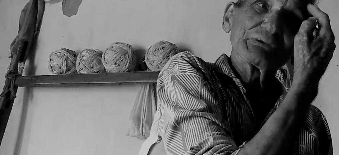 Pedro Santinho explica que o cobreiro costuma aparecer no rosto. Reprodução do vídeo de Helenita Monte de Hollanda.