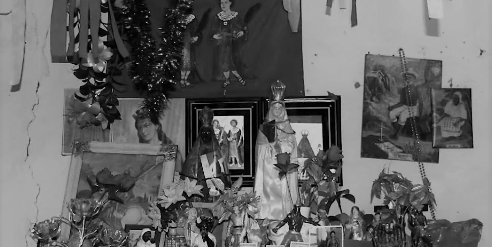 Altar do terreiro de Dona Celina, em Utinga, Xique-Xique. Reprodução do vídeo de Helenita Monte de Hollanda.