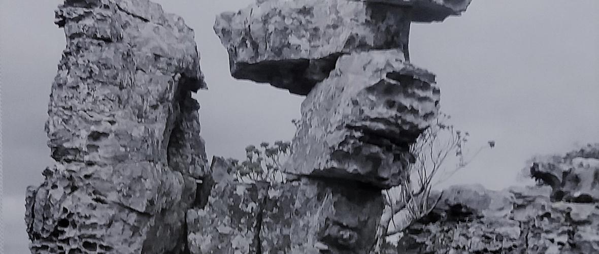 Rocha da área do que seria o Parque Nacional Boqueirão da Onça, em Campo Formoso (BA). Reprodução