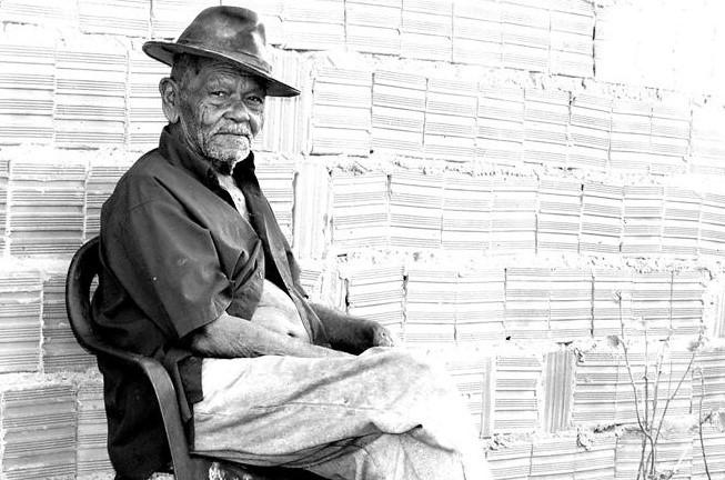 Ex-garimpeiro, ex-ferroviário, Guilherme tem muitas histórias para contar. Foto: Joabes R. Casaldáliga