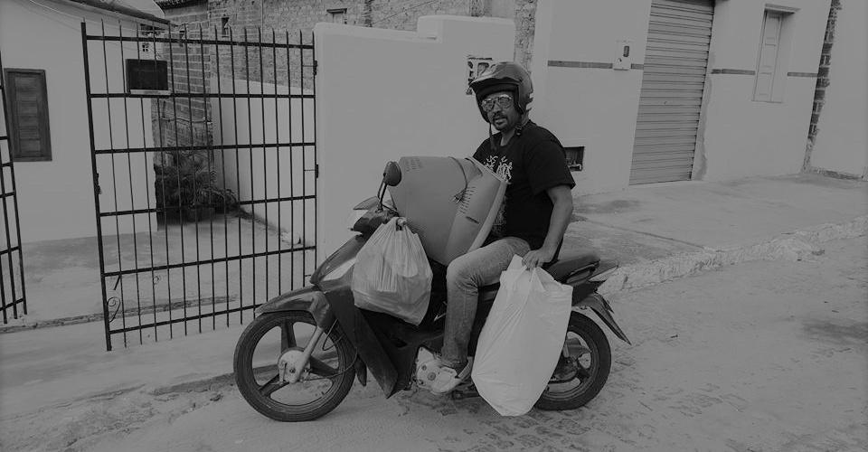 Joilton parte para mais uma entrega de donativos. Foto: Arquivo pessoal