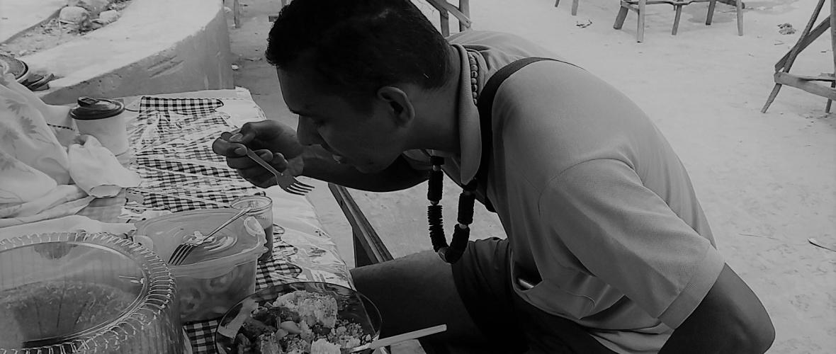 Café da manhã na feira: cuscuz e carnes diversas. Foto: Paulo Oliveira
