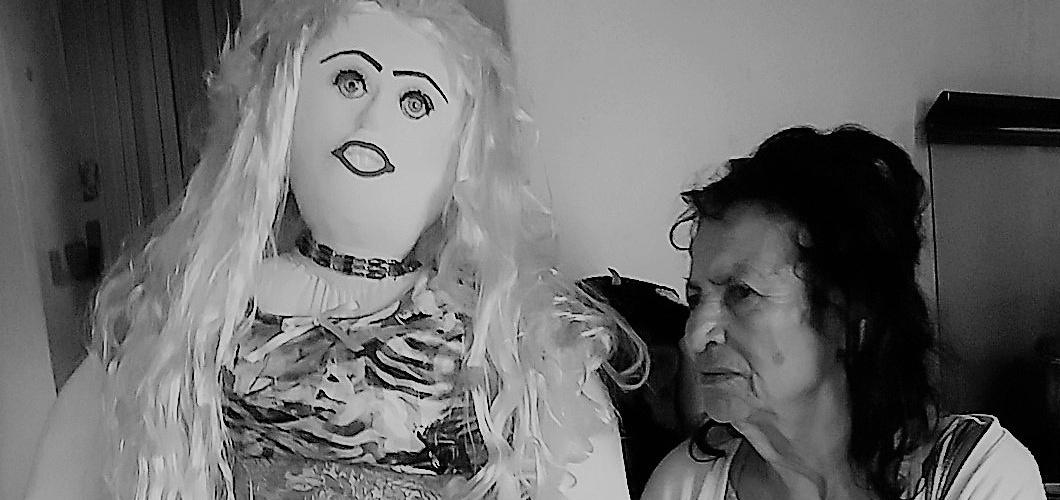 Lita e Maria Chiquinha, sua boneca mais recente. Foto: Paulo Oliveira