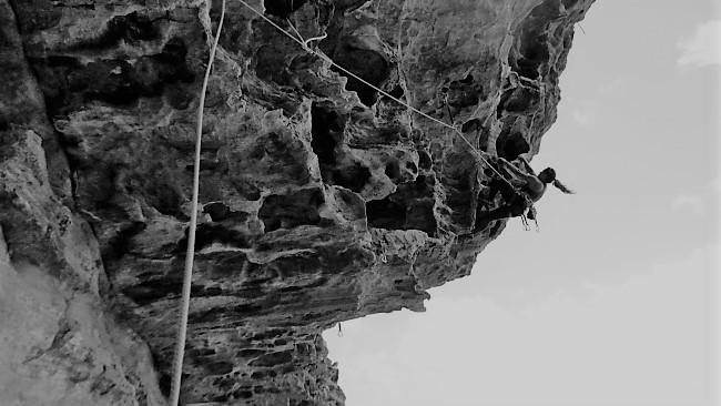 """Viviane Loa na via """"Salim não Está"""", no Morro do Enxadão. Foto do blog da escaladora."""