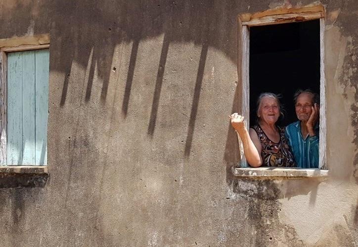 Santinho, ao lado da mulher, em Tucano (BA).Foto de Helenita Monte de Hollanda