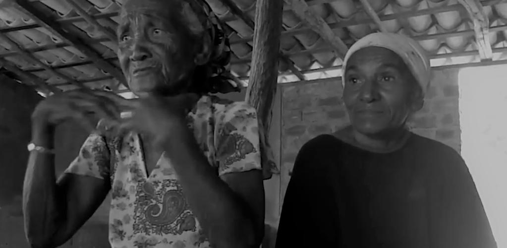 Moradoras da comunidade Olho d' Água. Tucano (BA). Reprodução do vídeo de Helenita Monte de Hollanda.