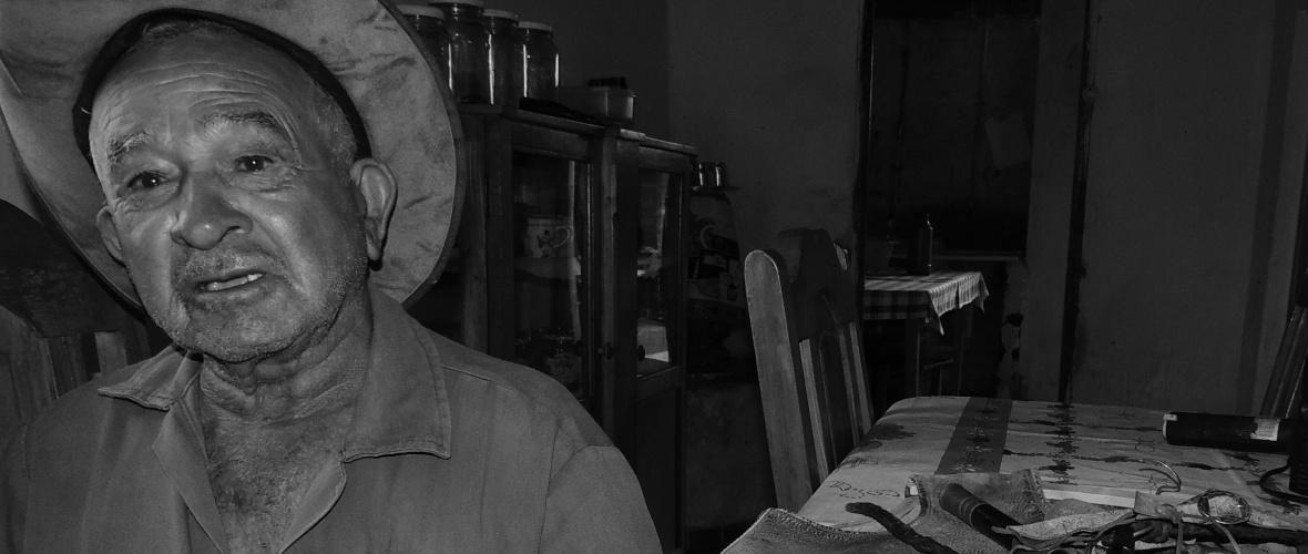 Seu Vade, 84 anos, fala com saudades do tempo em que era vaqueiro