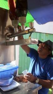 Armando pagou para recuperar a máquina comprada em Arapicara (AL). Foto: Paulo Oliveira