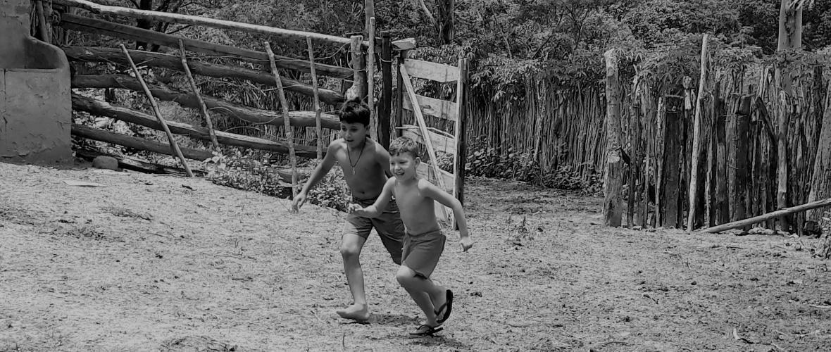 Os meninos do Alagadiço sonham em ser vaqueiros. Foto: Paulo Oliveira