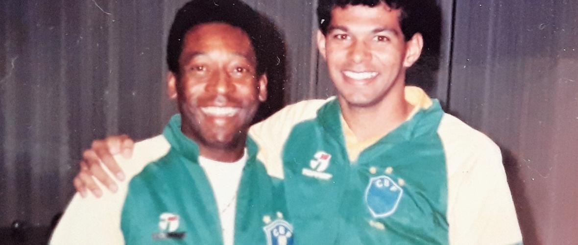 O encontro de Charles e Pelé. Foto: Arquivo pessoal