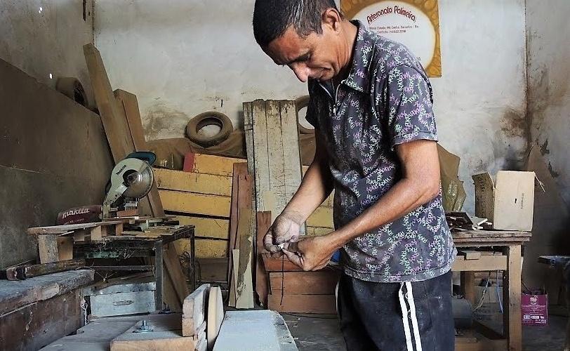 Palmeirinha trabalhando. Foto: Joabes R. Casaldáliga