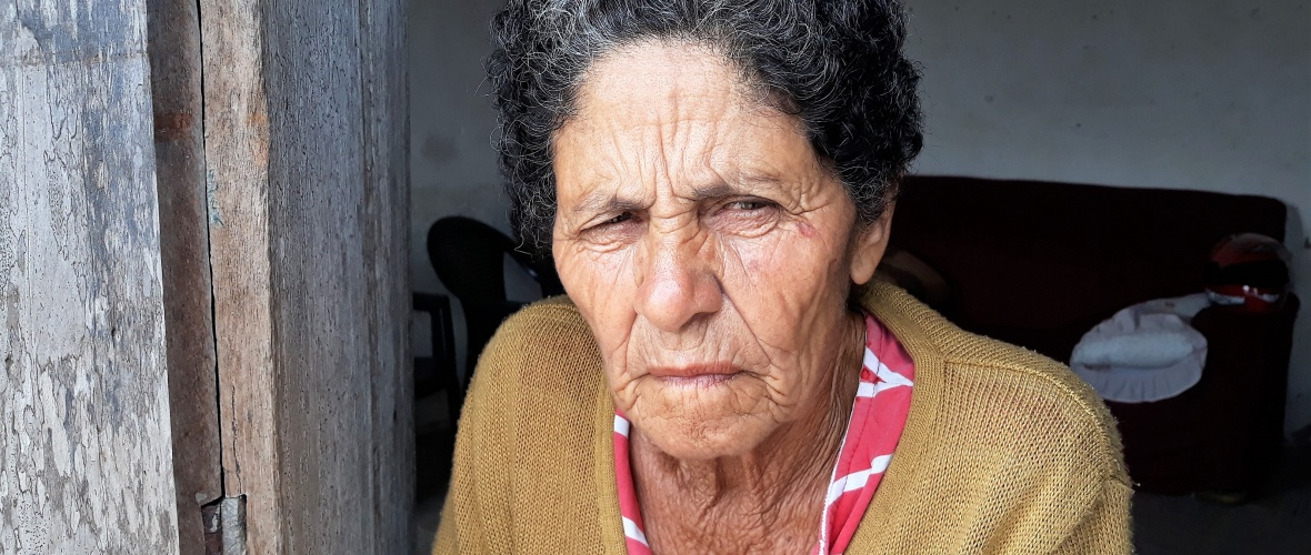 Dona Lina, 80 anos, criou dez fihos sozinha desde que ficou viúva em 1968. Foto: Paulo Oliveira