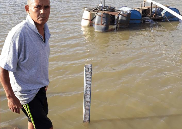 Elias faz duas marcações do nível da barragem por dia. Foto: Paulo Oliveira