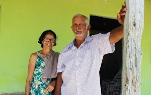 O casal Valdete e João, no povoado Mão Esquerda, em Itabi. Foto: Camila Gabrielle