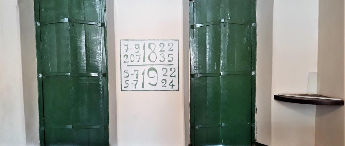 Quatro datas foram escritas na parede de um dos salões do Paço. Foto: Paulo Oliveira