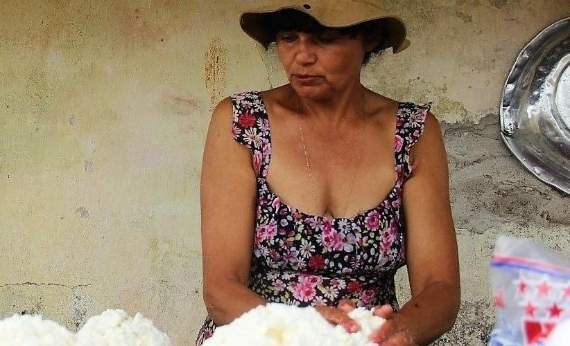 Solange produz até 10 quilos de queijo coalho por dia. Foto: Camila Gabrielle