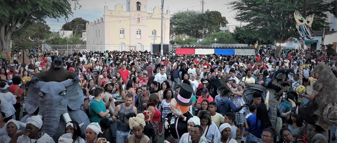 Praça da Igreja do Sagrado Coração de Jesus, onde ocorre o concurso de máscaras. Foto: Paulo Oliveira