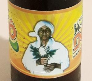 Foto de Madrinha Dodô no rótulo do refrigerante