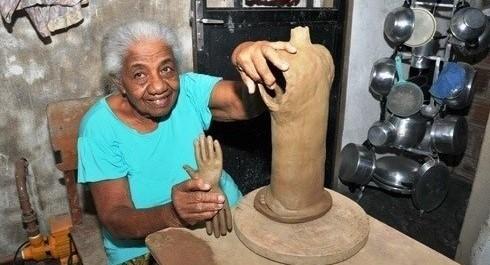 Maria Amélia da Silva, 96 anos, artesã