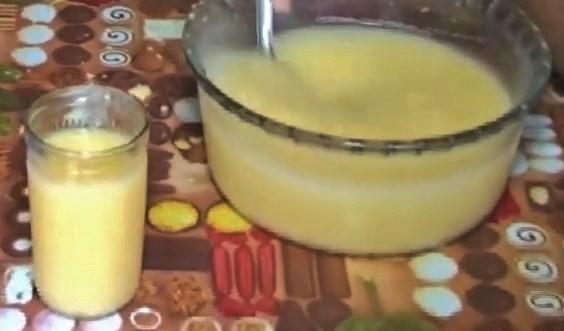 Aluá, bebida fermentada que teria sido originada há séculos pelos índigenas brasileiros.