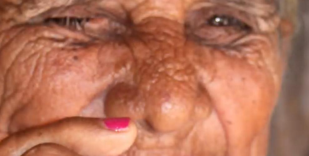 Maria Odália, 85 anos, moradora do povoado Olhos d'Água, em Tucano (BA).