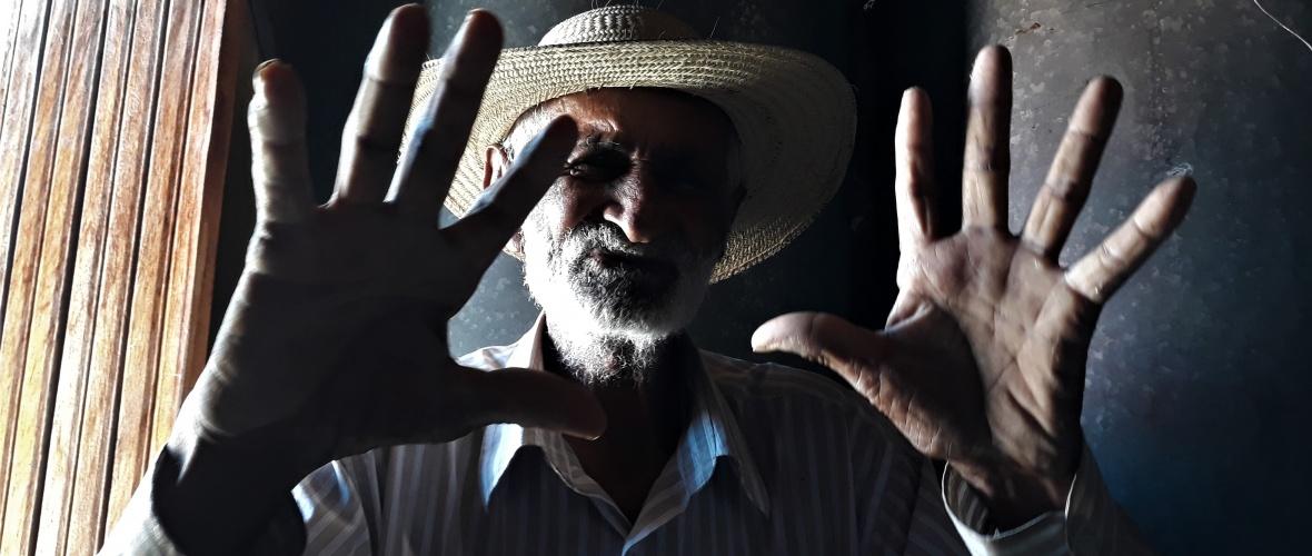 Seu Zé continua trabalhando na lavoura aos 97 anos. Foto: Paulo Oliveira