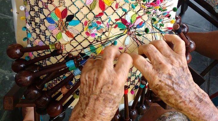 A agilidade da rendeira da Vila de Ponta Negra. Foto: Reprodução de documentário