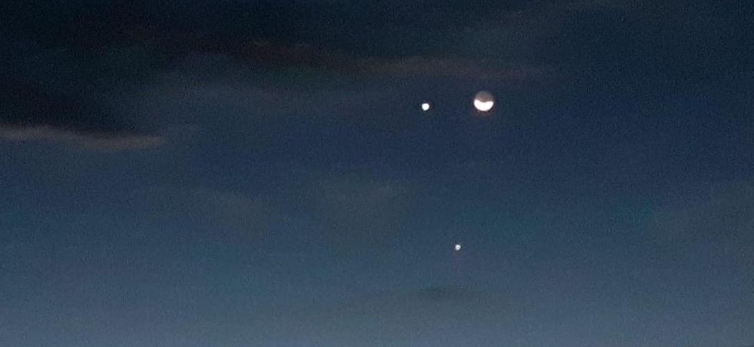 Lua, Vênus e Júpiter formam um triângulo no dia 28 de novembro. Foto: Edcarlos Almeida