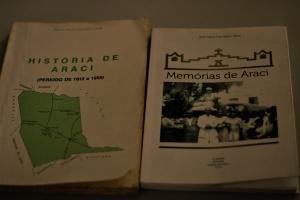 Tia e sobrinha escreveram livros sobre a história de Araci. Foto: Paulo Oliveira
