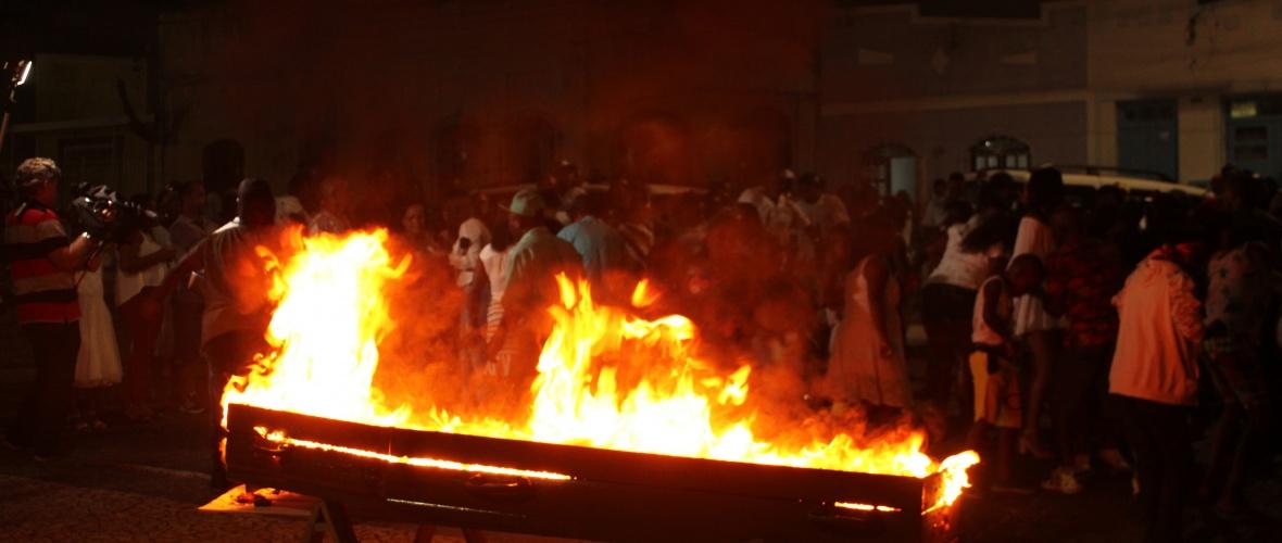 Cremação do Ano Velho (2019), no distrito de Bonfim de Feira, em Feira de Santana. Foto: Paulo Oliveira