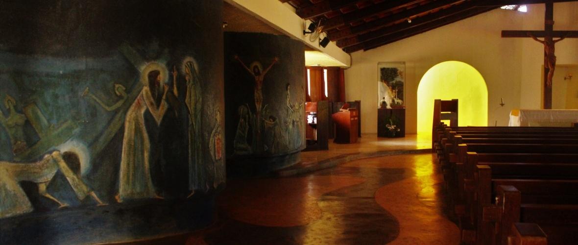 Painel da Paixão e o arco iluminado que representa Jesus ressuscitado. Foto: Paulo Oliveira