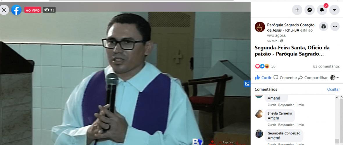 Padre Gildvan durante a transmissão, via Facebook, do Ofício da Paixão. Reprodução
