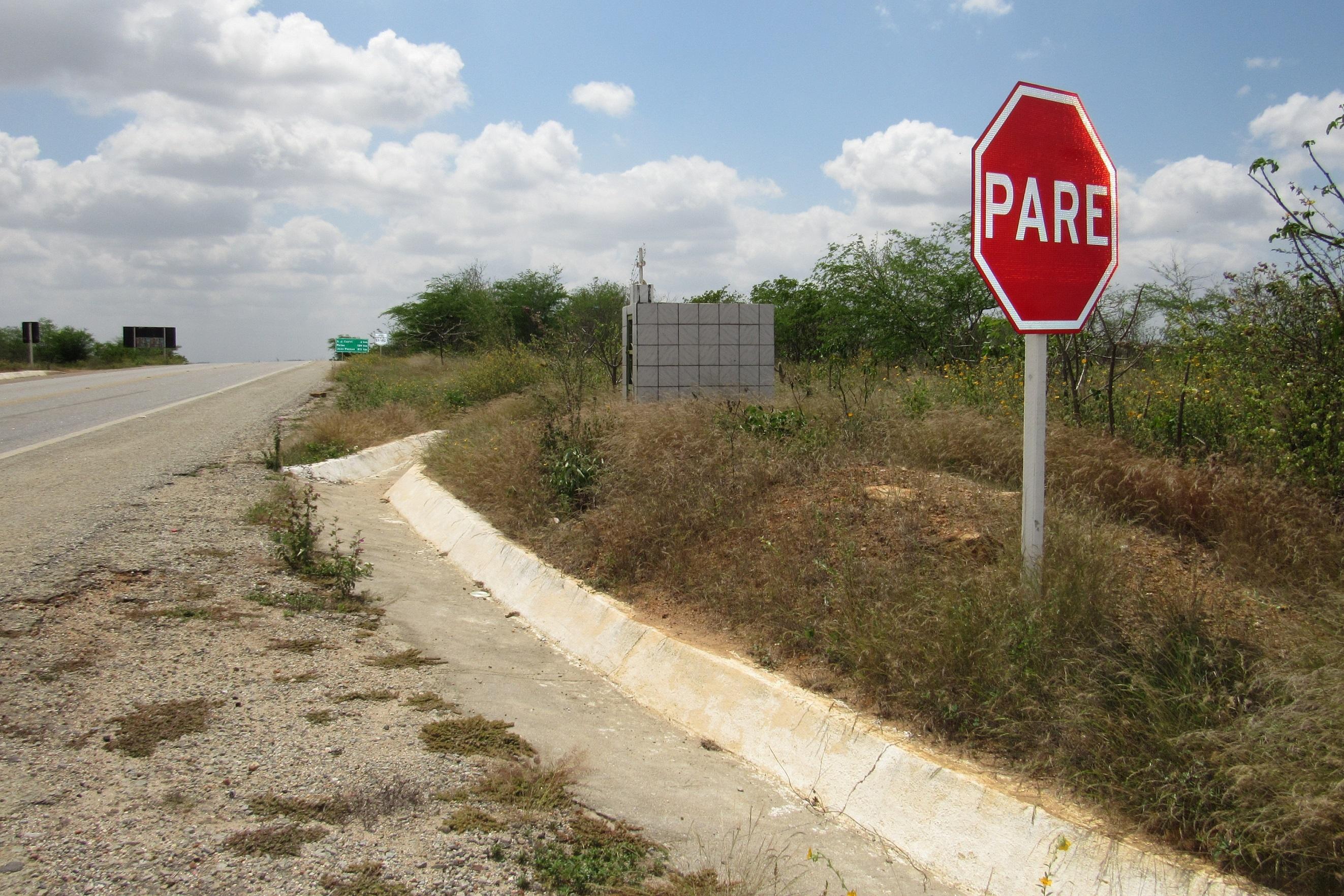 Não pare a vida,, BR-412, km 57 (PB). Foto: Ivanice Alves dos Santos.