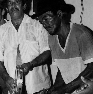 Samba de roda de Riachão de Jacuípe. Louro Preto é o pandeirista à direita. Reprodução