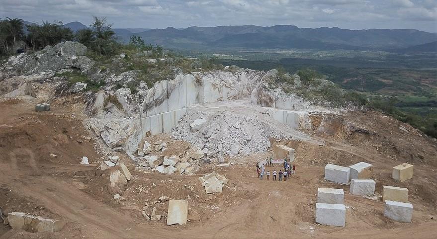 Mineradora ZLF Brasil Quartzo destruiu parte da Serra de Santa Cruz, em Saúde. Foto: @Thomas Bauer/CPT