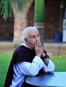 Padre Airton Freire entrevista. Local área da Casa de Retiros. Foto: Severino Silva