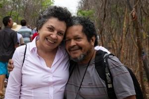 Sara e o fotógrafo Walter Firmo, em Canudos. Foto: Arquivo pessoal