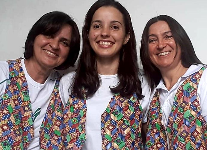 Meire, Mikaelly e Márcia são as criadoras do projeto Retalhos Sertanejos. Álbum de família