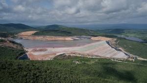 Barragem de rejeito B2 da JMC Yamana Gold, ao lado barragem de água da Embasa que abastece a cidade de Jacobina. Foto: Thomas Bauer