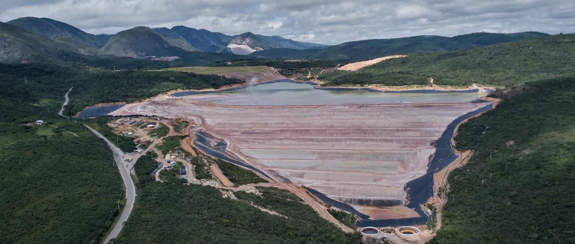 Paredão da barragem de rejeito B2. Foto: Thomas Bauer